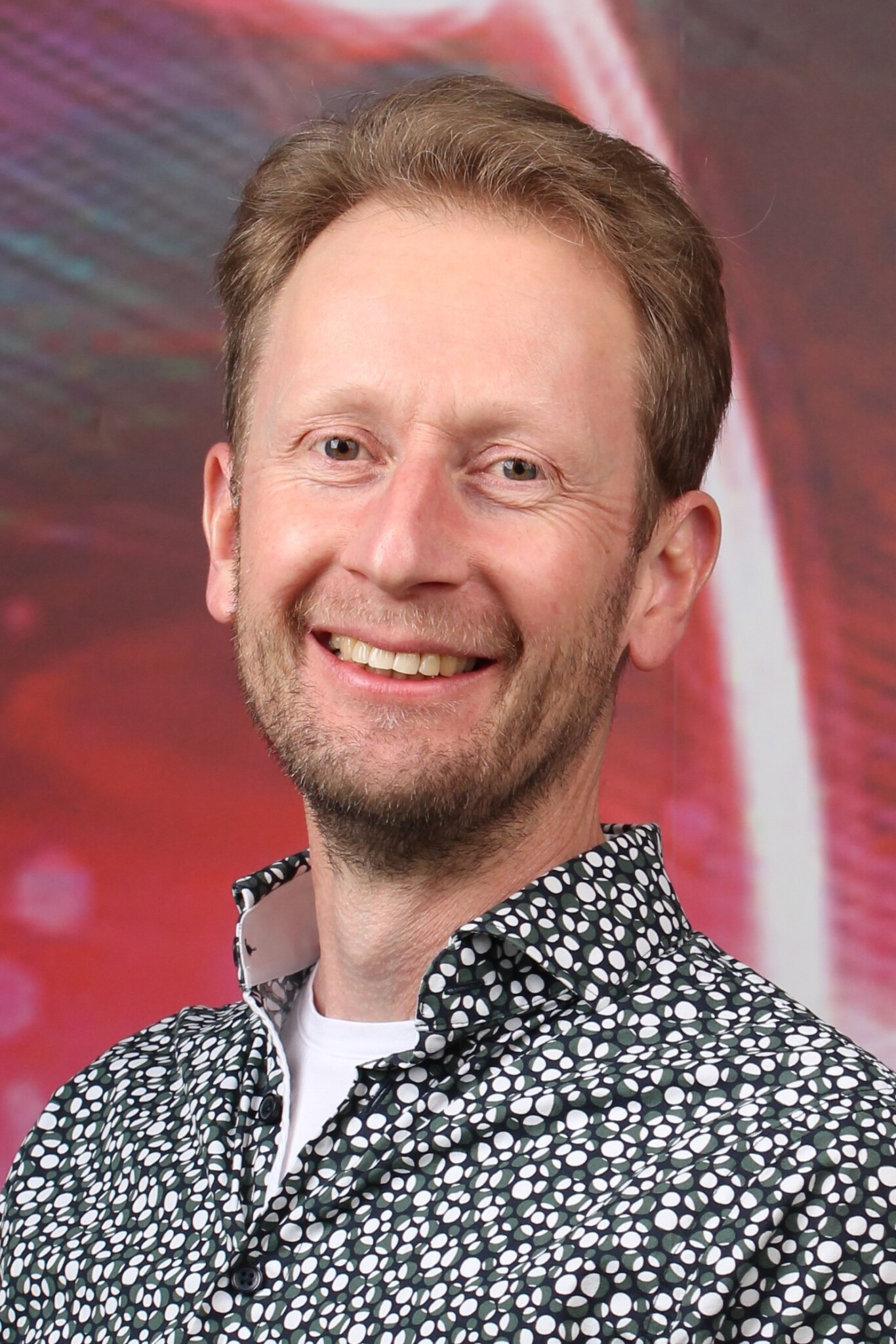 Profile picture of Dr Peter Maat head of Integrated Microwave Photonics group