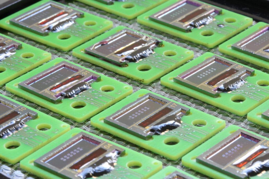 LioniX International photonic biosensor chips on PCB