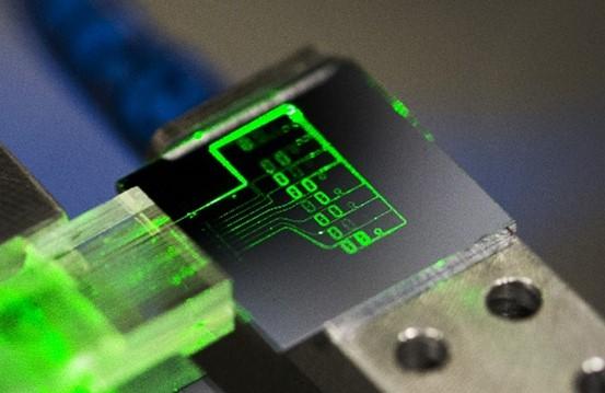 a photonic integrated diagnostic biosensor chip showing aMZI transducers